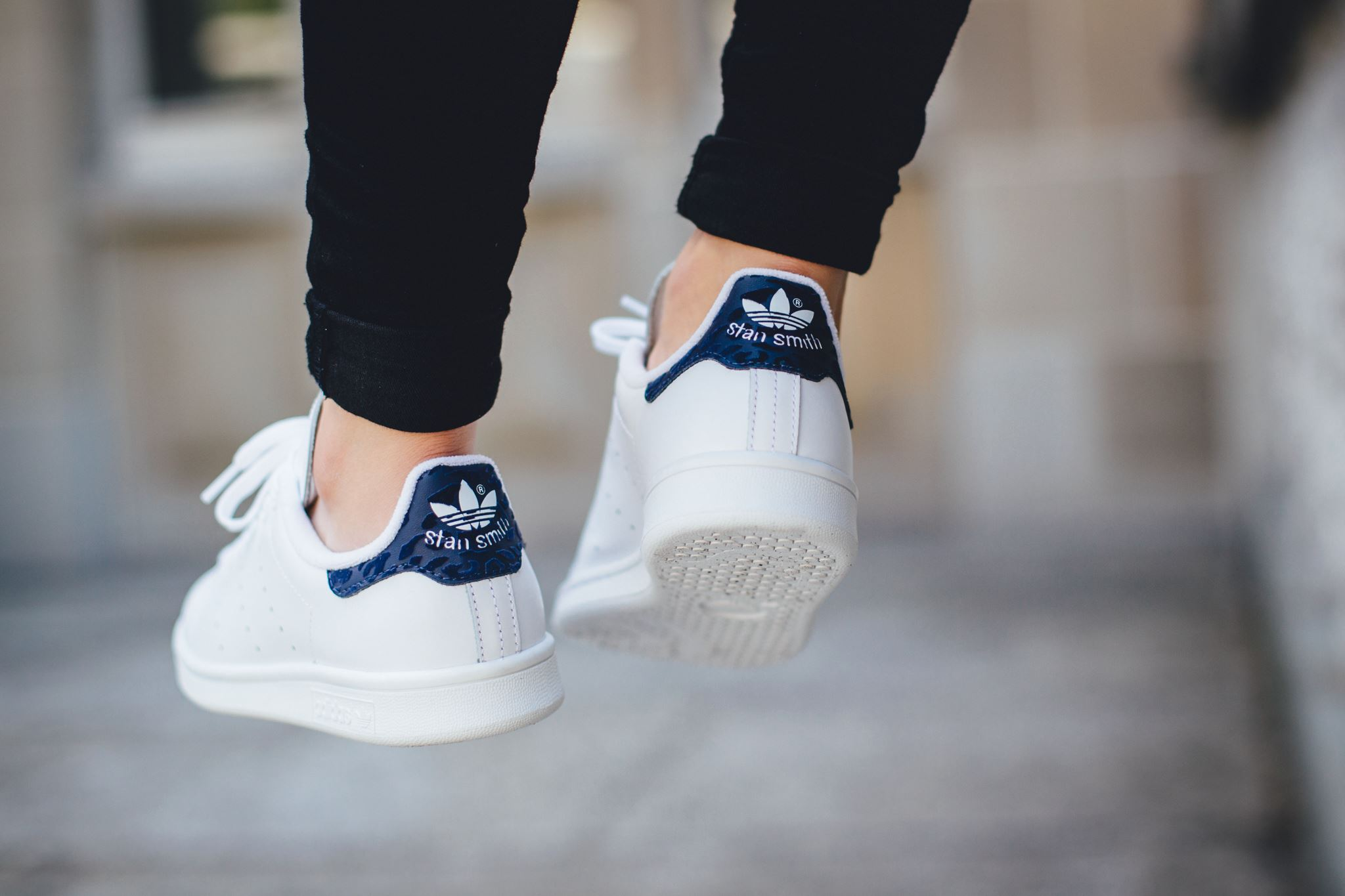 another pristine variation: adidas originals stan smith - white / night  indigo KHIGWPV