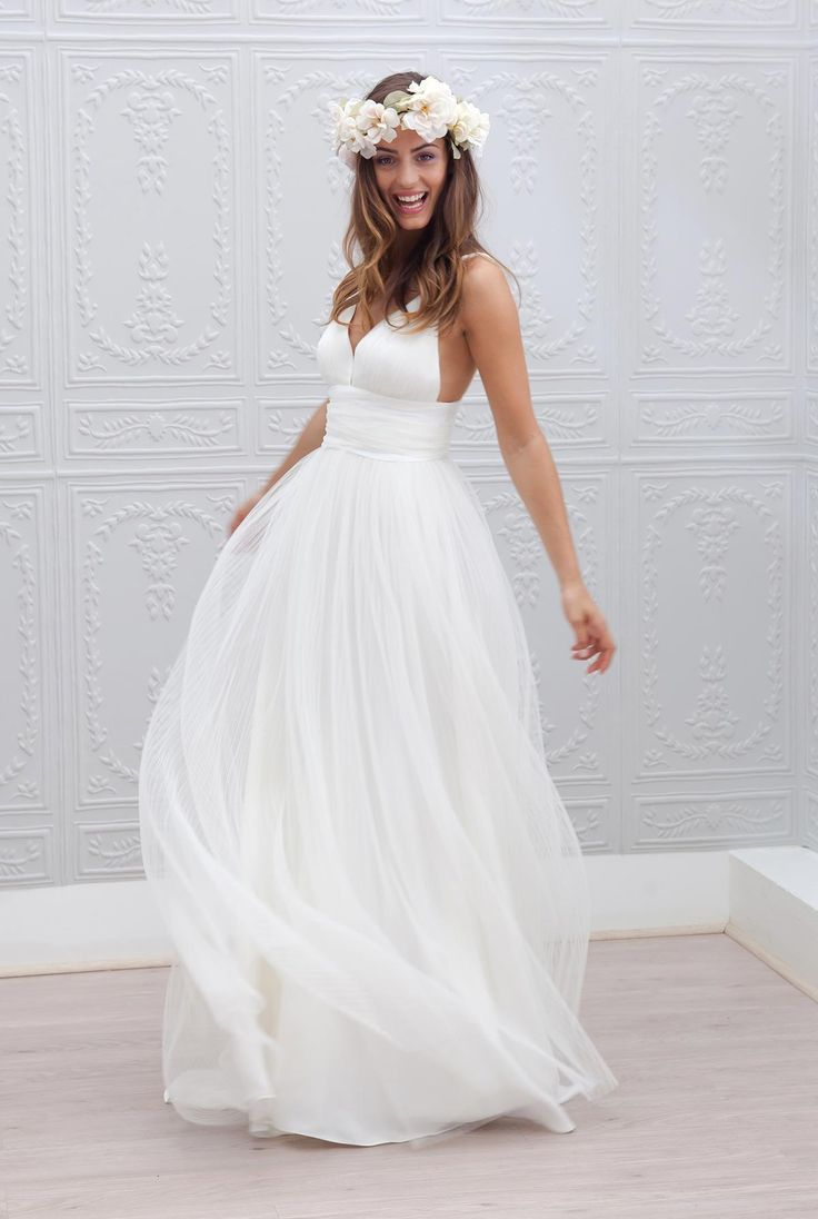 The cool and unique beachy wedding dresses storiestrending beachy wedding dresses beach wedding dresses made to perfection jueqvne ombrellifo Choice Image