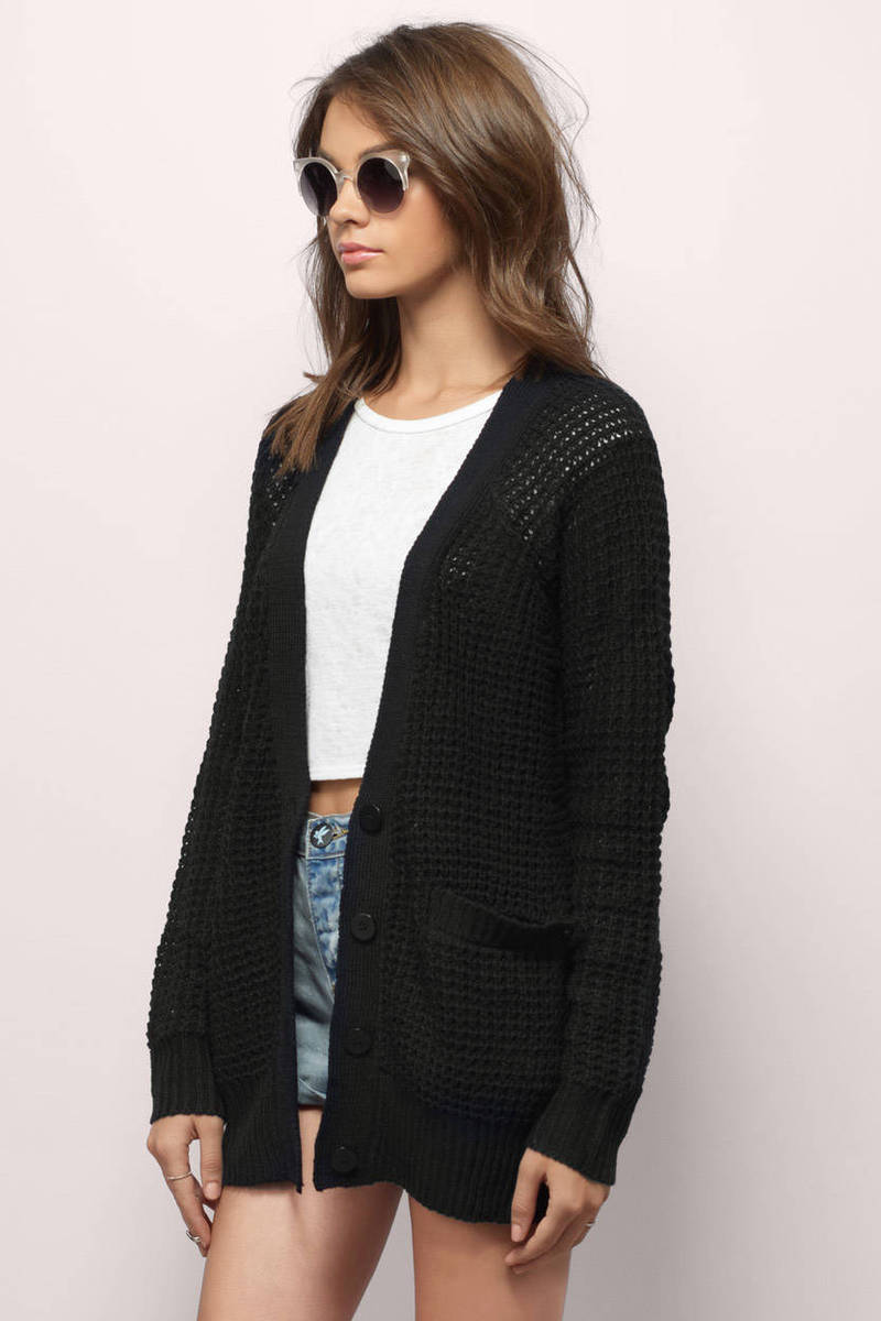 Enhance your looks with a black Cardigan - storiestrending.com