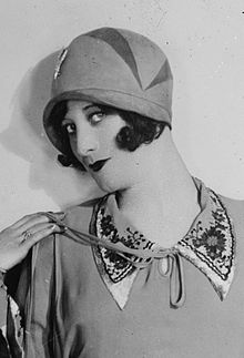 cloche hats joan crawford in a cloche, 1927 LEKGMNX