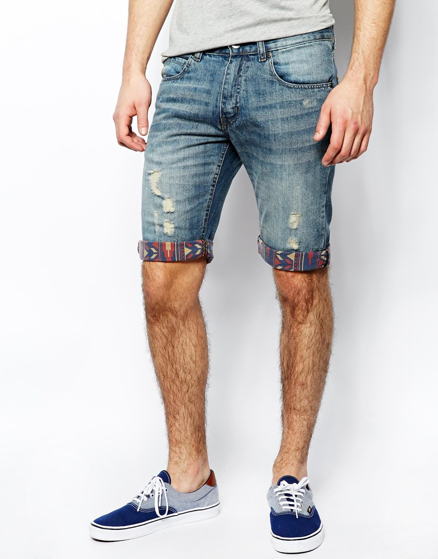 Carry off a good denim shorts for men
