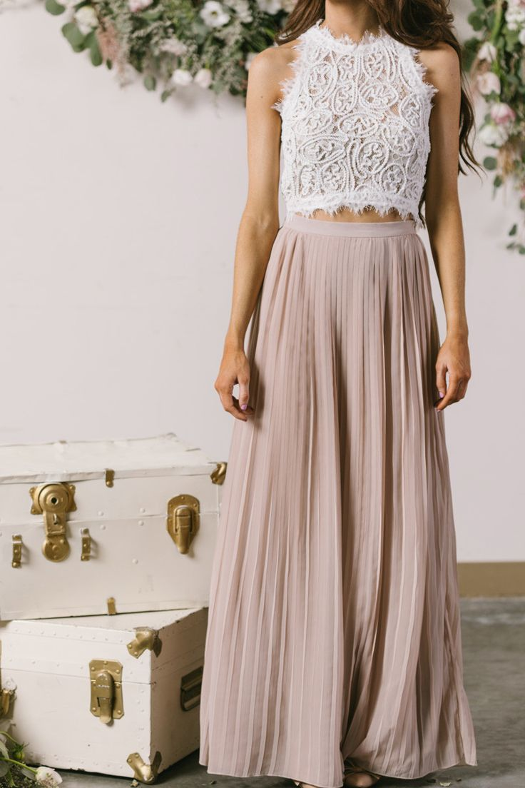 Look slim and gorgeous in pleated maxi skirt