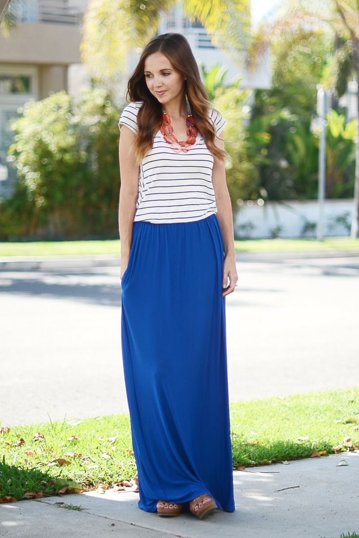 royal blue maxi skirt, striped t shirt and statement necklace. VMNXOOW