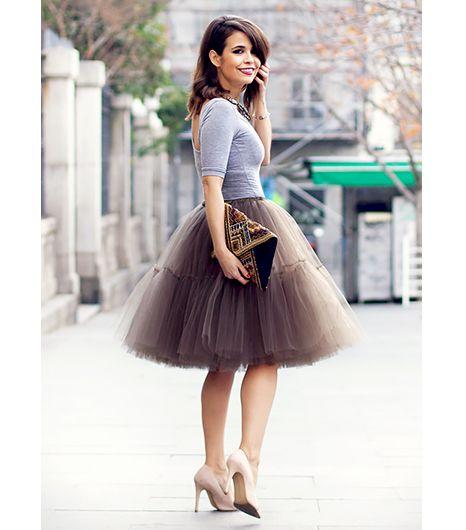 sara escudera of whatstrend a super full tulle skirt translates into a fun GBEYLIU