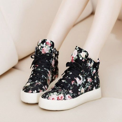 Sneakers for girls – How To Select Best Sneakers?