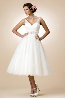tea length wedding dresses sleeveless v neck a line layered tulle romantic tea length wedding dress KGYGAAH