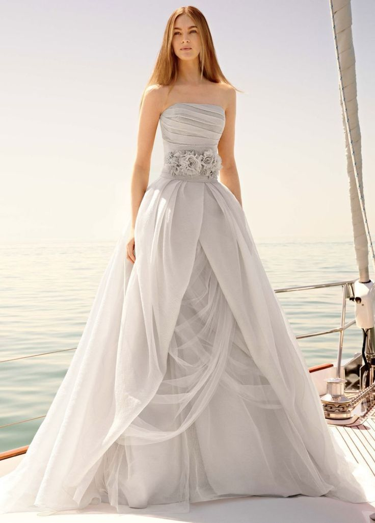 The beautiful Vera Wang wedding dress
