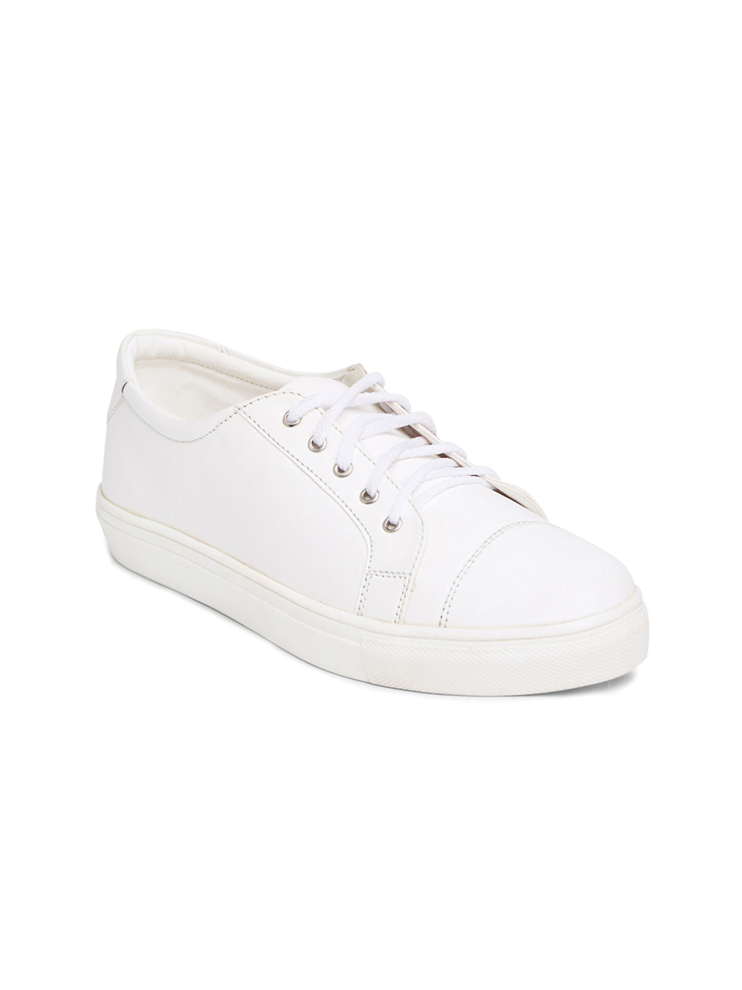 White shoes don't have to be limited to your plimsolls and sneakers, there's a variety of dressier options available to you. Don't let the colour intimidate you. Let us help you navigate the tricky world of wearing white shoes to keep you looking style savvy.