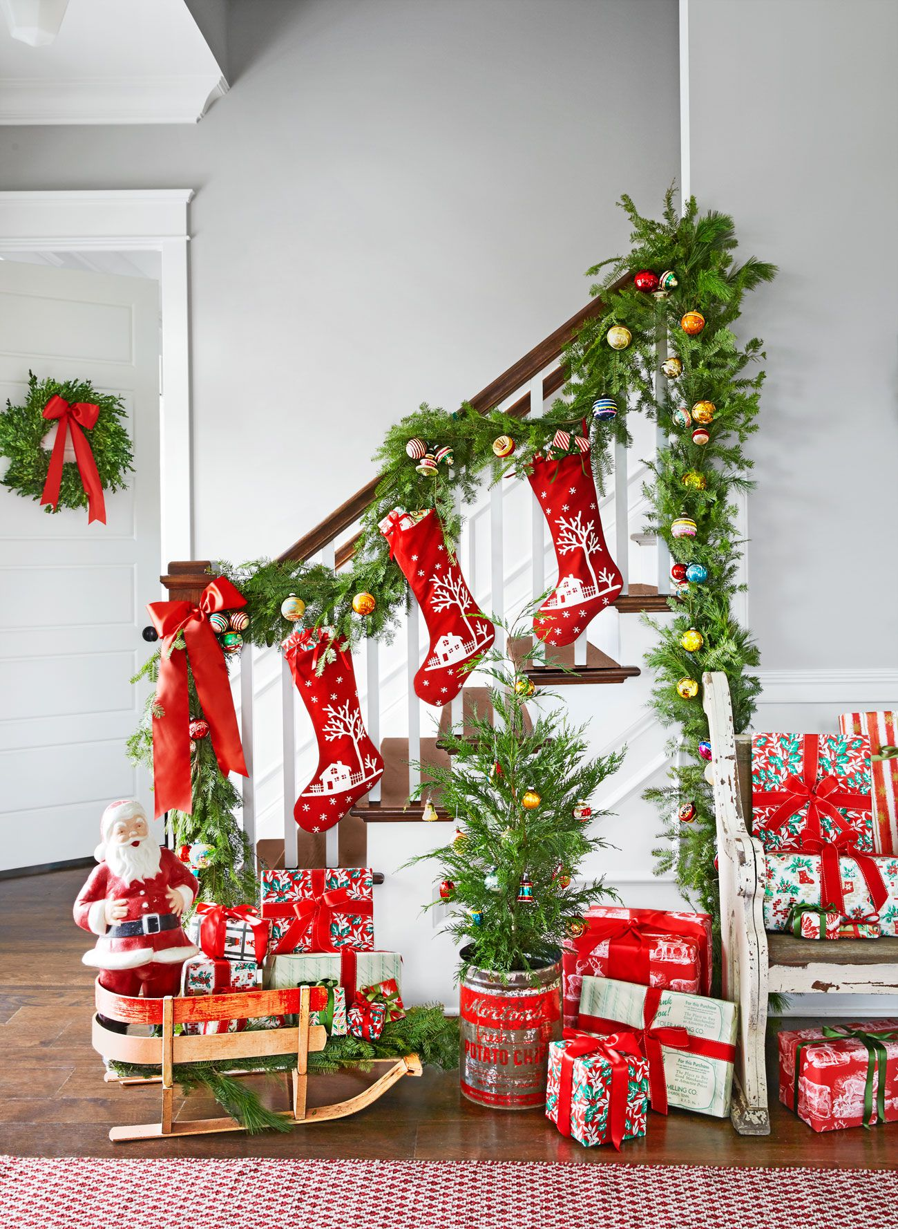 Christmas decoration ideas colorful entryway christmas decorating idea HJTPTDN