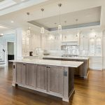 A white kitchen island is a dream! Pictures and ideas for dream kitchens with white cooking islands