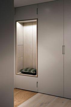 Hinged-door wardrobes pine painted white pour briser lu0027effet trop froid de grands rangements (dans votre chambre ou UXXVDAE