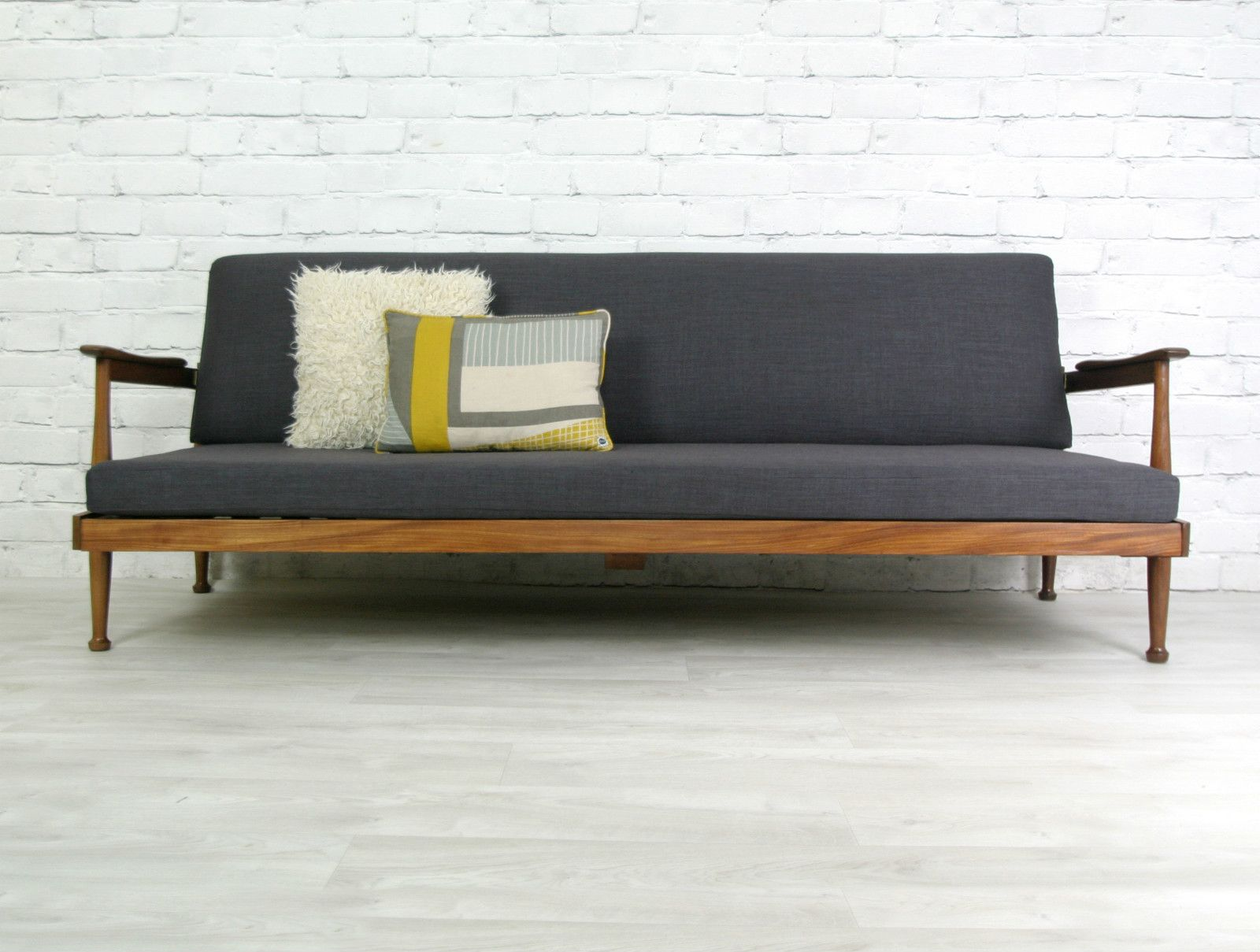 Modern functionality paired with classic-proven design: Sofa beds in retro style