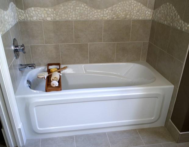 Deep Bathtubs For Small Bathrooms | Soaking Tubs For Small Bathrooms
