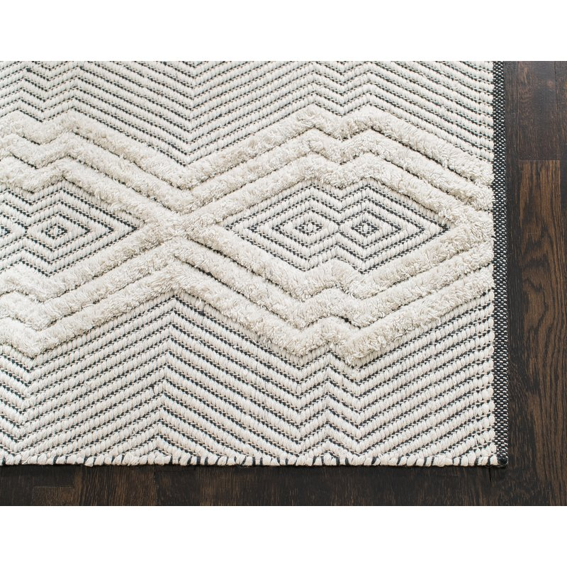 Tufted Tribal Hand-Woven Black/White Area Rug