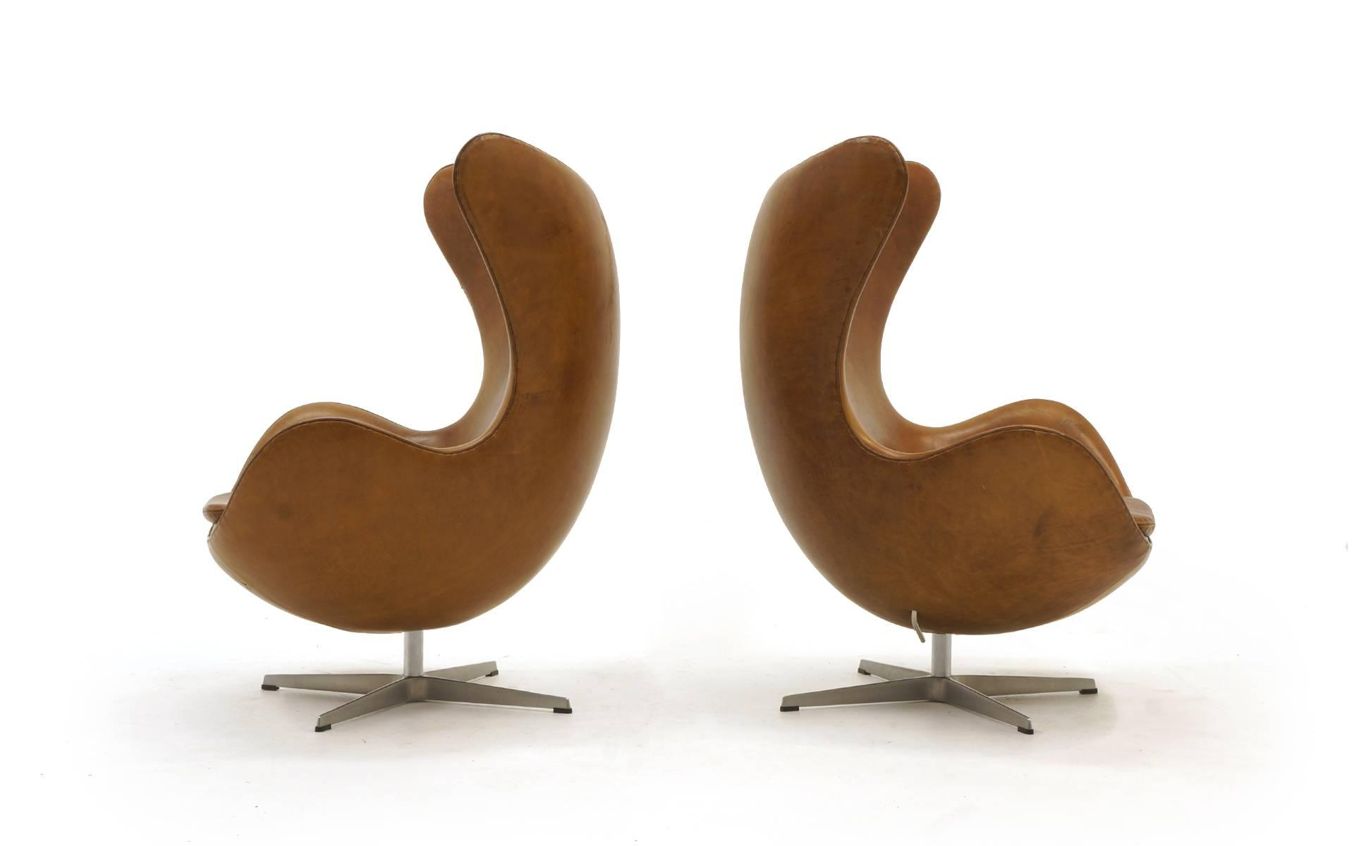 Scandinavian Modern Pair of Arne Jacobsen Egg Chairs in Cognac / Tan  Leather, Made by