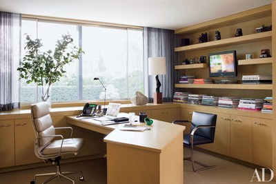 In a Beverly Hills office decorated by Brad Dunning the Eamesdesigned  swivel chair is by Herman