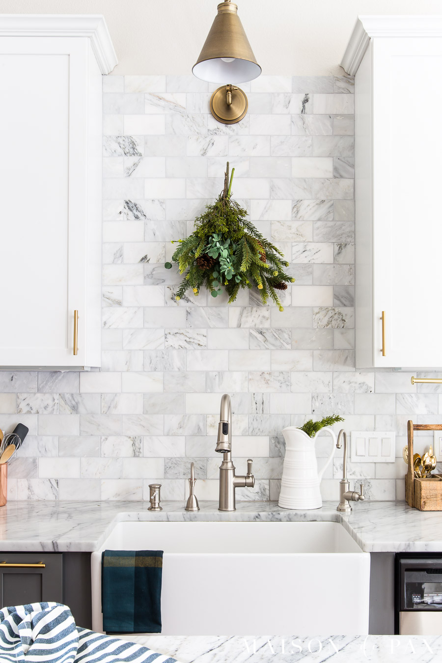 Christmas kitchen decor can be charming without being complicated. Use  these easy holiday decorating ideas to add some simple, natural, fresh  holiday