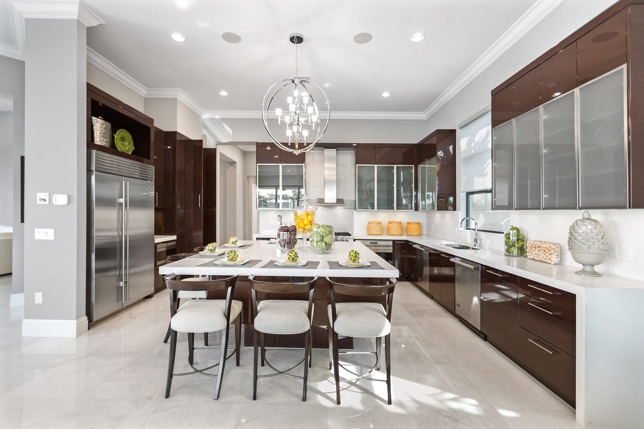 Large U-shaped modern kitchen with square island that accommodates 5  stools. Notices the