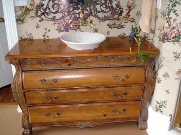 KB-2462737_Using_Vintage_Furniture_bathrk_2