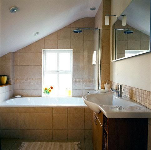 bathrooms pitched roof 1920s+bathroom+sloped+ceiling | attic bathrooms with sloped ceilings IVRFPNA