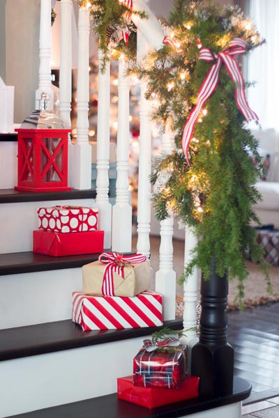 Christmas decoration ideas one easy christmas decoration idea is to place small wrapped gifts on the EOKRHBW