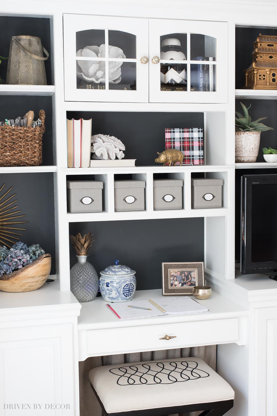 Decorating Shelves awesome tips on how to style your bookcase and shelving! PBTZWFY