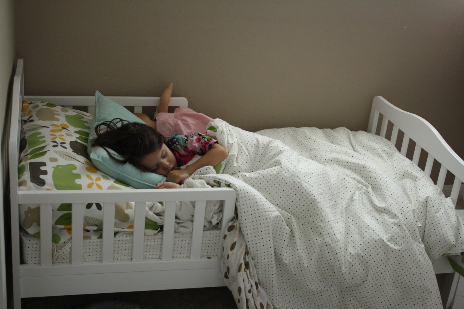 Beds for 4-years-old our little smart family ADUHQED