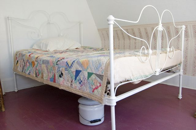 Metal beds in excess length how to restore antique iron beds | hunker QJLBUBY