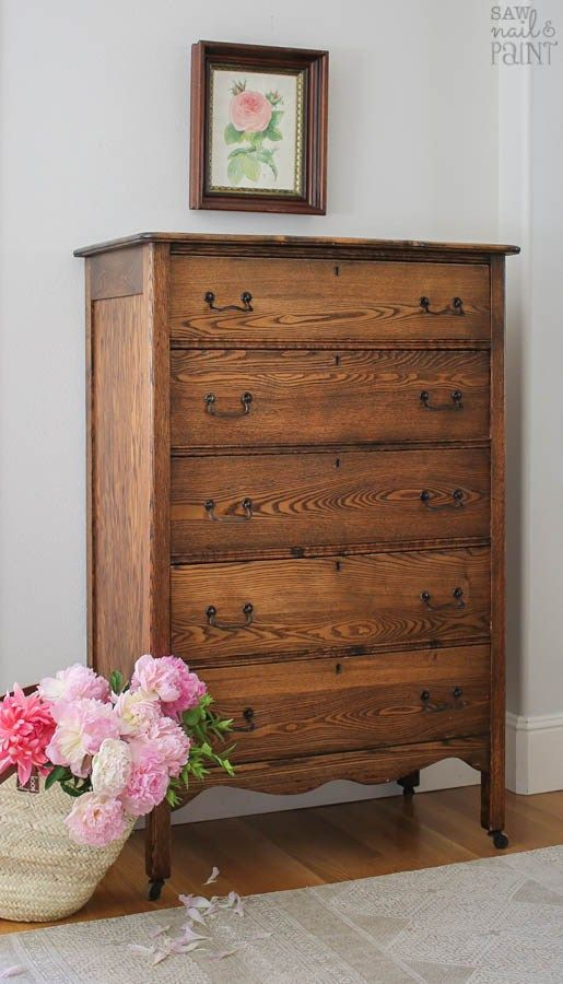 Oak chest of drawers for the bedroom