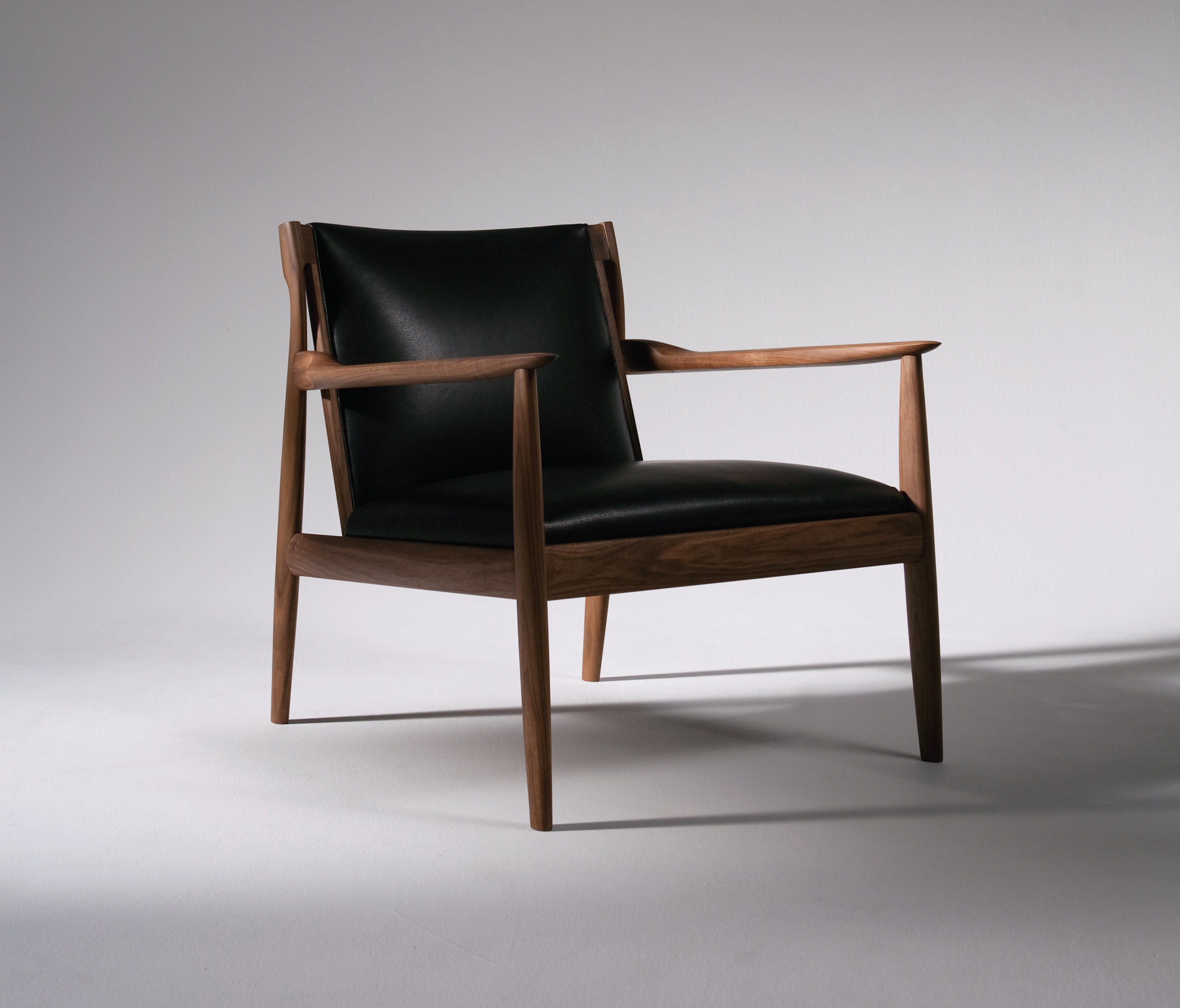 Claude | Easy Chair by Ritzwell