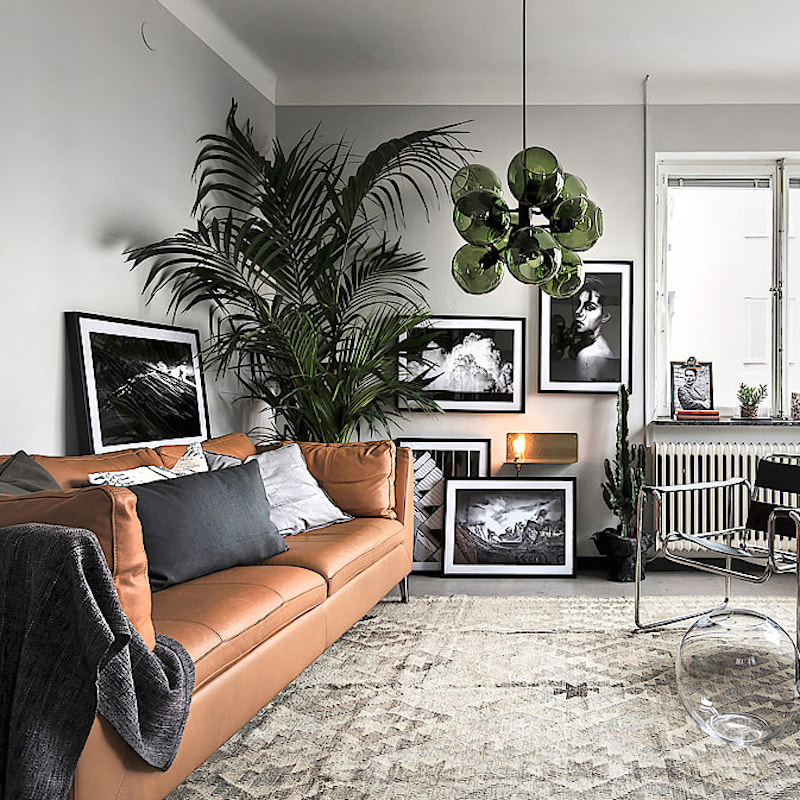 Moody green apartment with a lot of accessories
