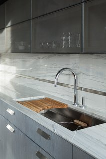 42) A Modern-Meets-Industrial Steel and Quartzite Backsplash