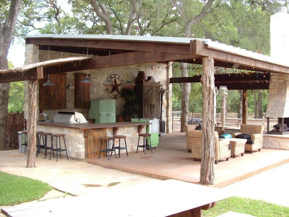 13 Outdoor Kitchens With Bars