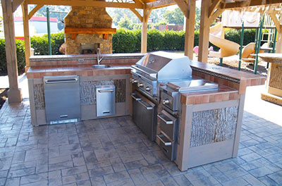 Complete Chimneys recognizes that fashioning the outdoor kitchen and  fireplace of your daydreams is substantial to each family. Since few outdoor  areas are