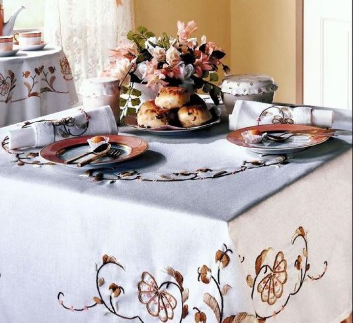 How to: table cloth linens tablecloth care | The Old Farmer's Almanac