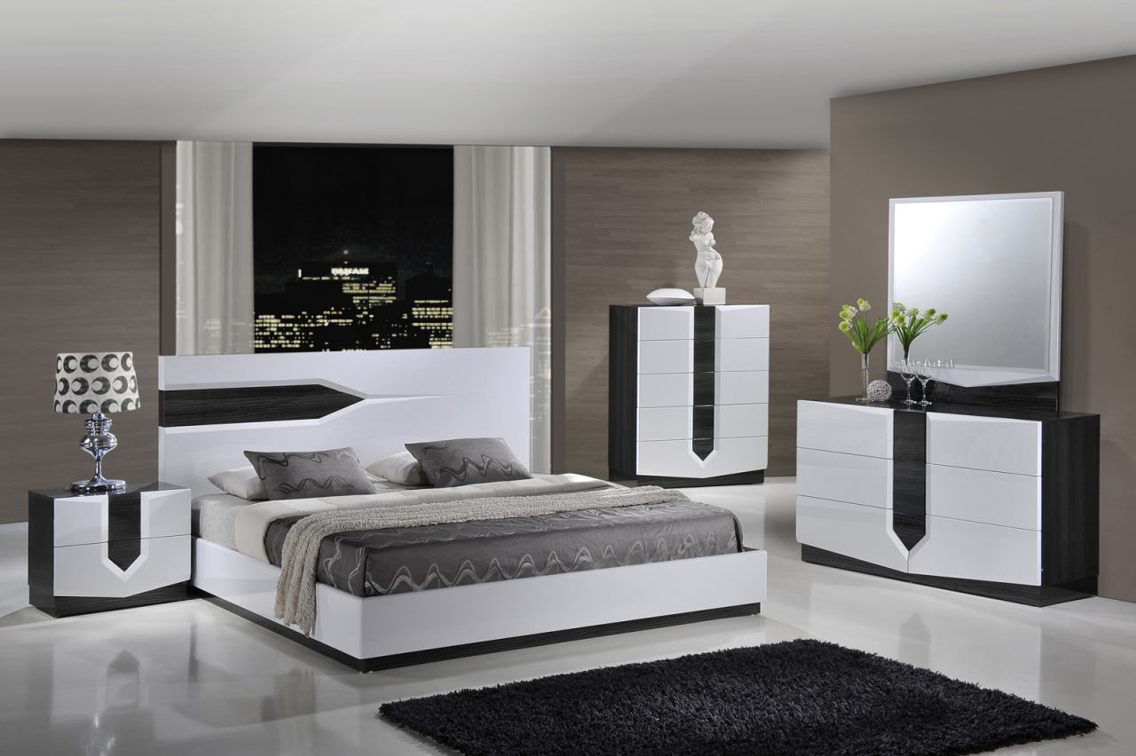 Global Furniture Hudson 4-Piece Platform Bedroom Set in Zebra Grey/ White