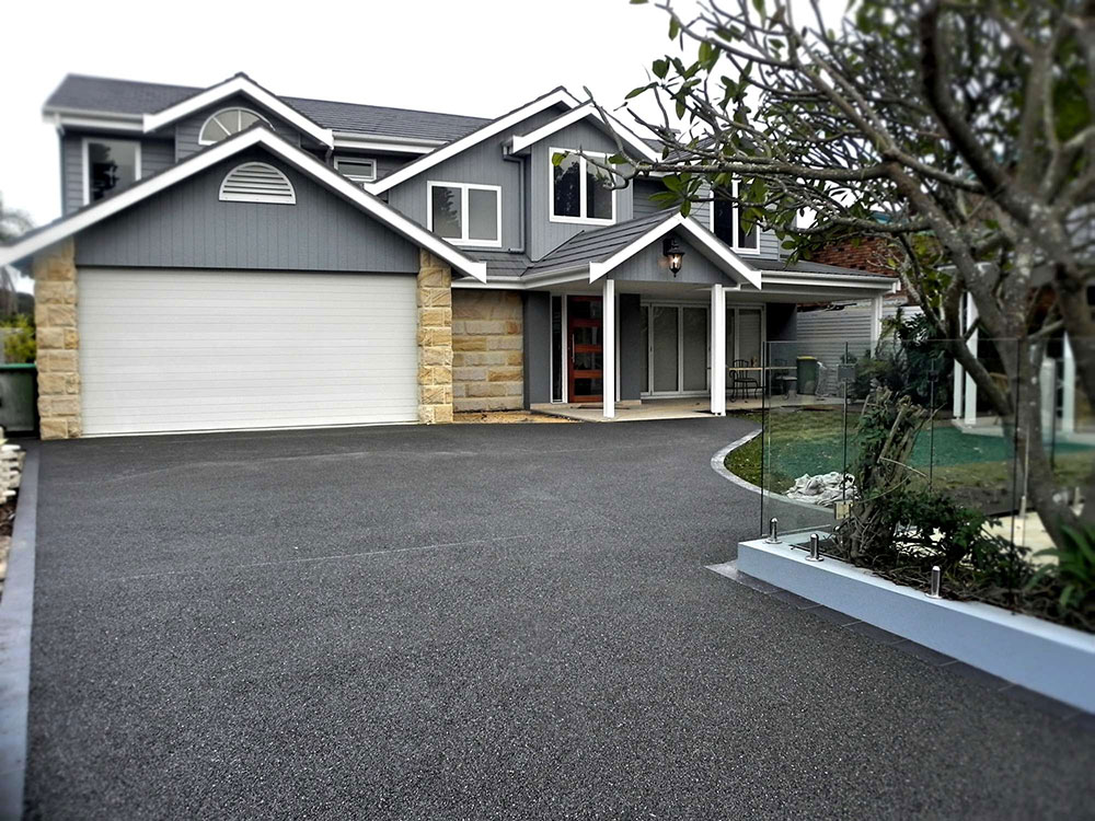 Modern gray house with a matching driveway - 5 simple tips for the perfect driveway