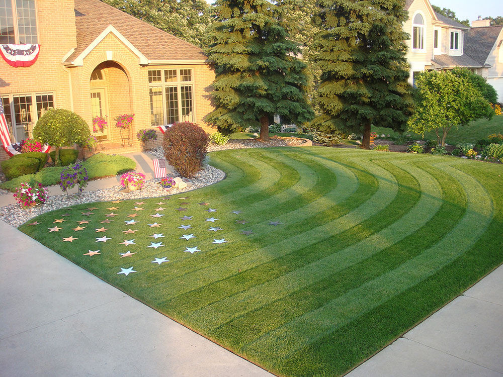 1.july4th.best_.lawn_.stripes How to design your lawn like a golf course