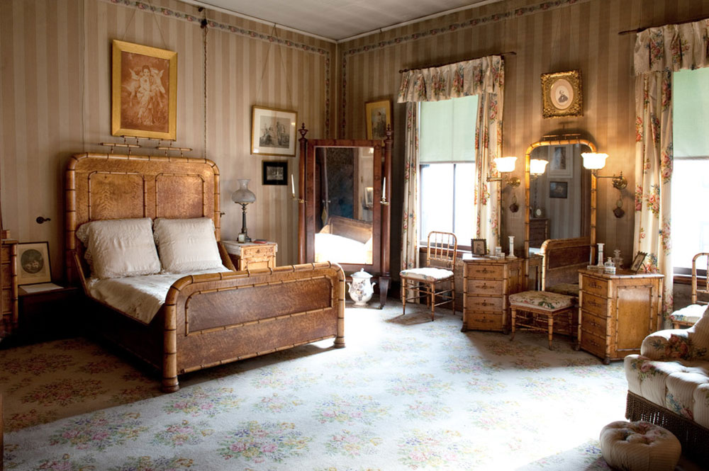 Experience-a-Victorian-Christmas-at-the-Gibson-House-of-Mary-Prince-Photography Vintage bedroom ideas that shouldn't be overlooked