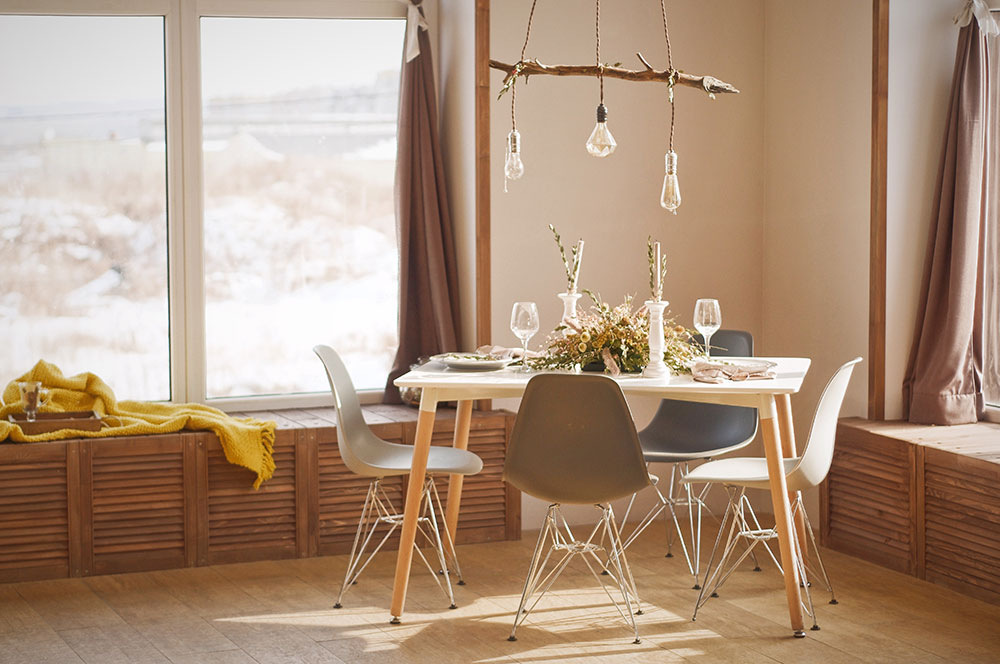 daniil-silantev-574966-unsplash Do energy efficient vinyl replacement windows really save you money?