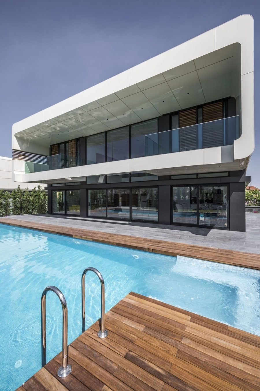 2 bold and unique Turkish house with a contemporary design