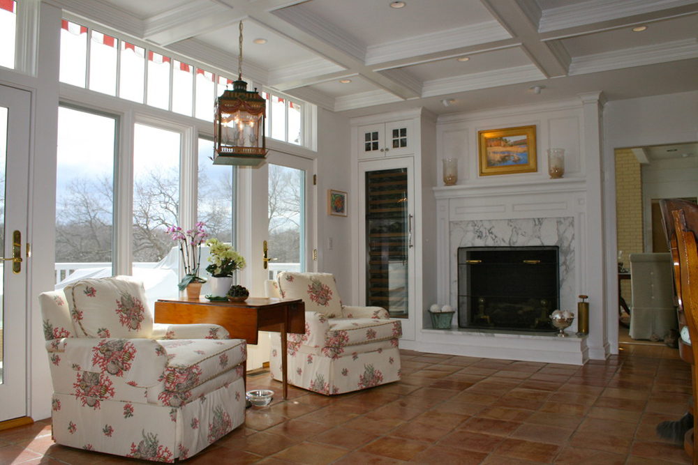 Fireplace stove Waterfront-Kitchen-by-Sapia-Builders-Corp: decor, stone and cover