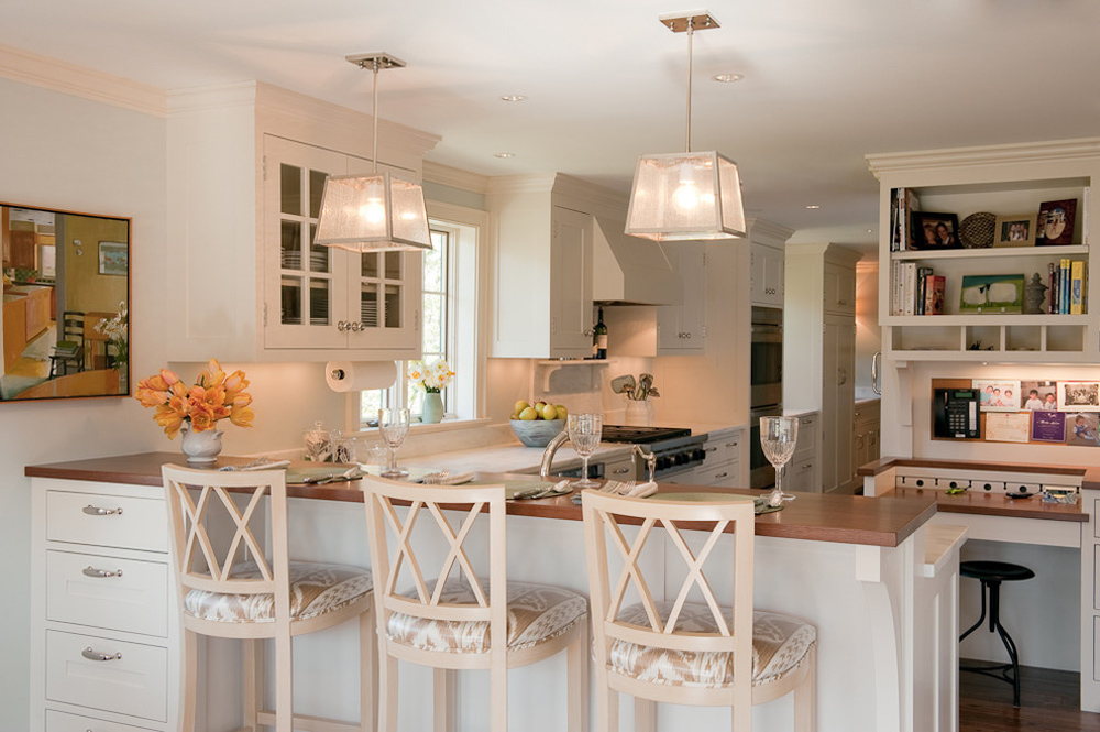 Kitchen-by-Su-Casa-Designs-Breakfast bar: table, stool and design ideas