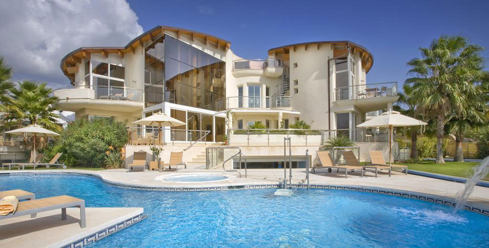 Luxury villa Effective home improvement ideas that improve the overall look of your luxury villa