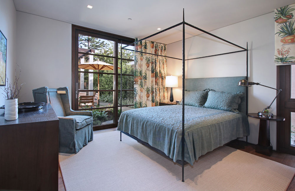 Contemporary-bedroom-by-GARY-FINLEY-ASID-2 What is a duvet: definition, tips and examples