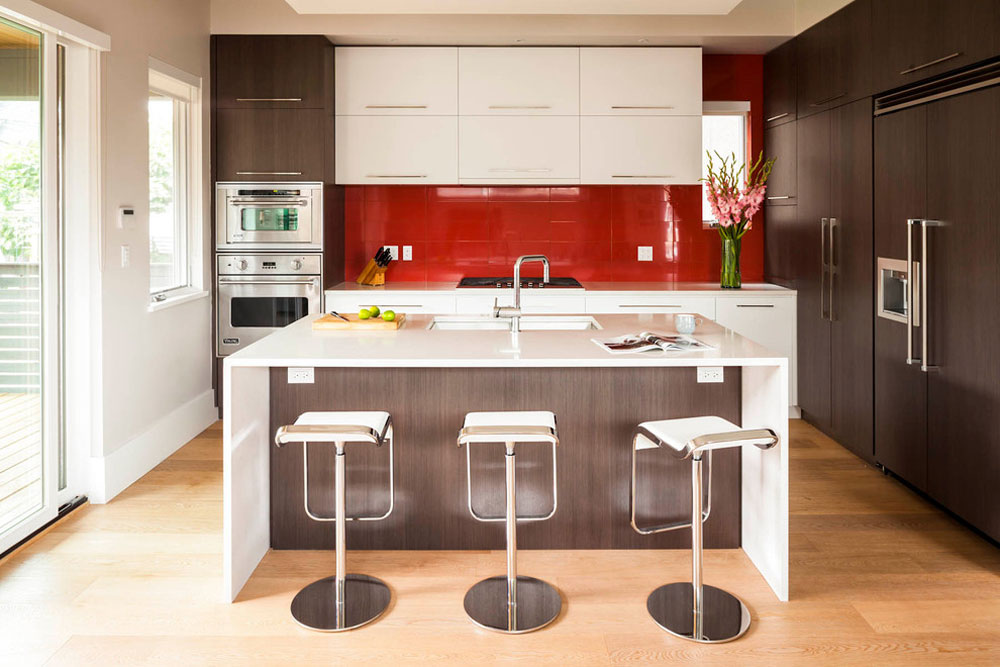 Magnusson-Residenz-von-Architrix-Design-Studio-Inc.  Red kitchen design: ideas, walls and decor