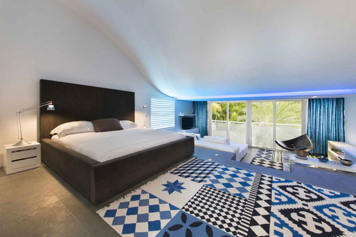 73200670058 The beautiful and luxurious, airy home in Key Biscayne