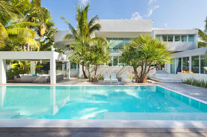 73200590942 The beautiful and luxurious, airy home in Key Biscayne