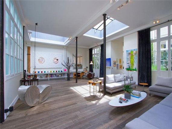 Paris3 Nice and spacious penthouse in Paris with a painted ceiling