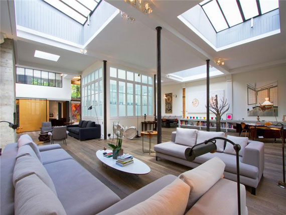 Paris2 Nice and spacious penthouse in Paris with a painted ceiling